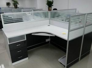 隔断办公桌安装